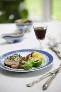Kalvesteg m/ skysovs, rosenkål og kartofler, MAD til hver DAG