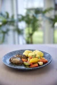 Braiseret svinekæber m/ klostergrønt og kartofler, MAD til hver DAG